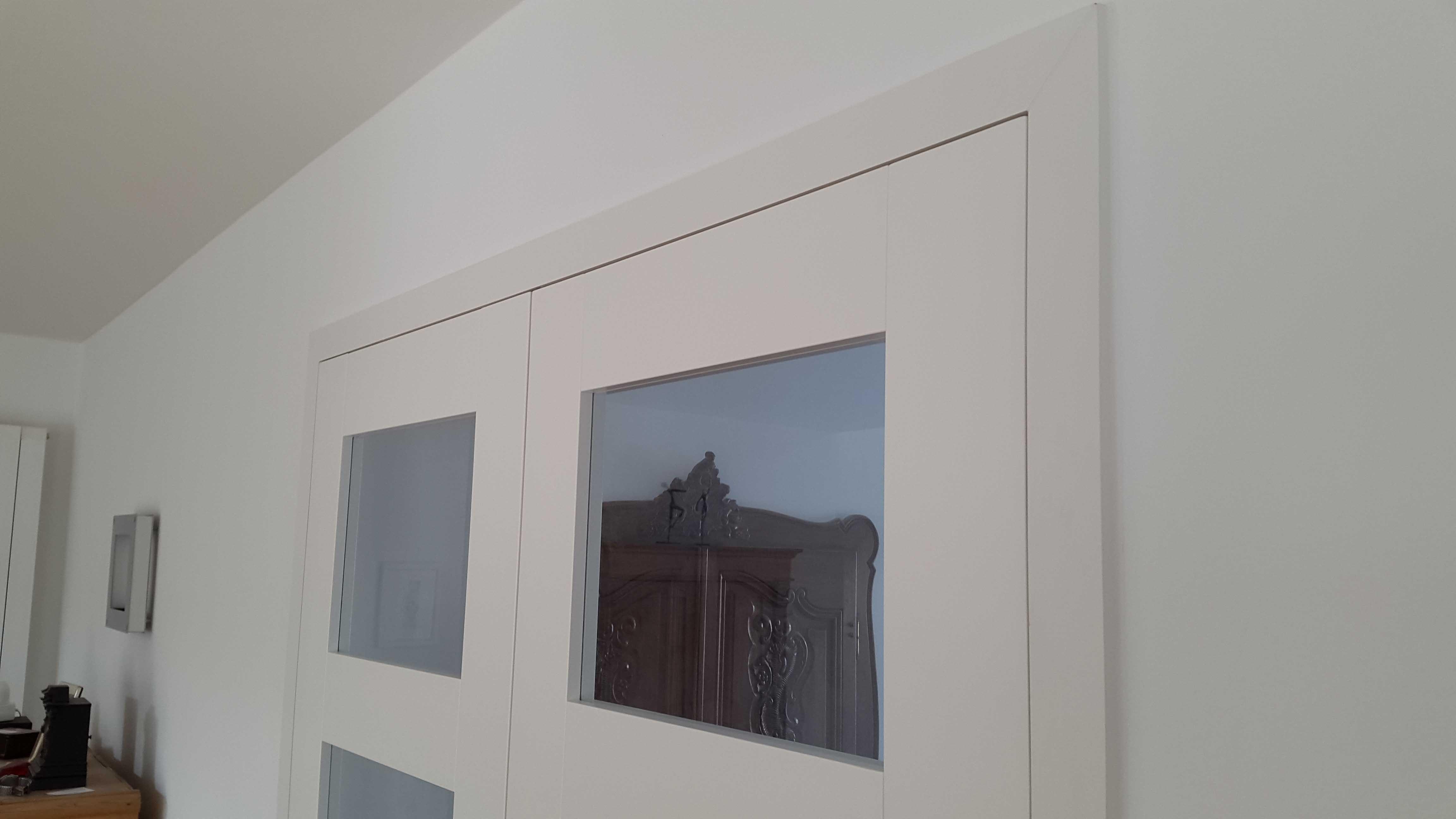 Doppelflügelige Tür, weiß lackiert
