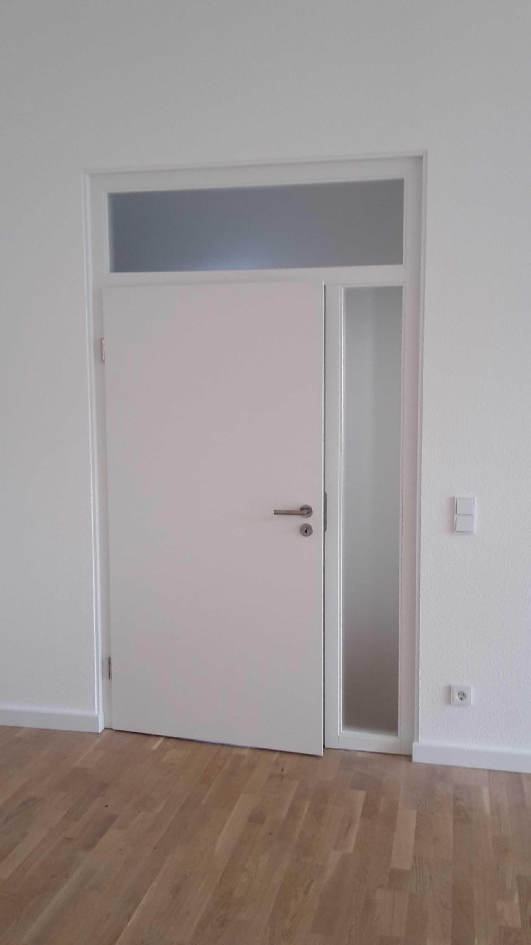 Zimmertür mit Glaselementen