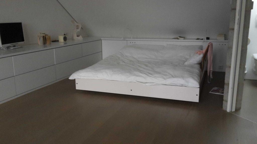 Schrankwand mit Bett