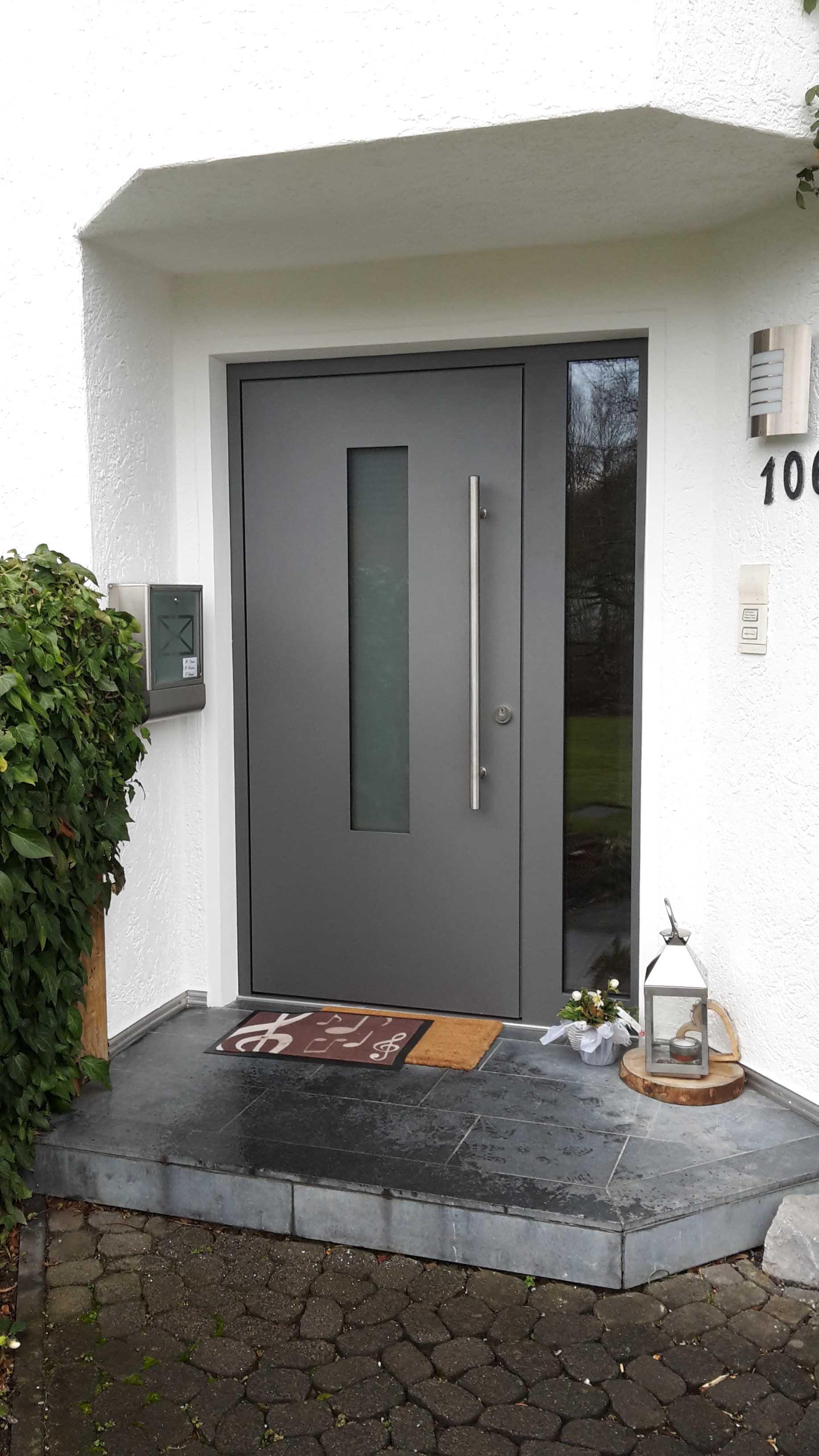 Haustür mit festem Seitenelement